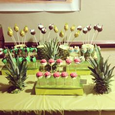 Hawaiian Themed Cakepop Table