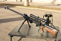 ヘカートII フランスのPGMプレシジョン社が開発された対物ライフル。フランス陸軍の制式大型狙撃銃である。約1,800m以上での射撃を想定して設計されている。本銃は最高精度を求めるため前方に二脚、後方に一脚を装備し調整が可能である。