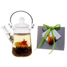 Tea Beyond Blooming Teapot Duo KJ Tea Gift Set. TBE1024 Features: Two piece tea set Simple and functional Heat resistant Stainless steel handle and filter Can be used for both blooming tea and loose leaf teas Specially designed non dripping feature Made of premium grade hand picked silver needle green tea and sewed with freshly dried flowers to create unique and delicate taste, aroma, presentation and provide best health benefits Each bloom with its own aroma and flavor based on select…