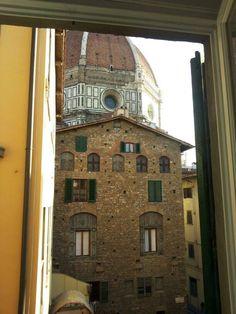 """Finestra con vista, solo a Firenze.Rubrica """"Lo scatto Fiorentino"""" curata da Marzio Somigli. Fotografia a Firenze."""