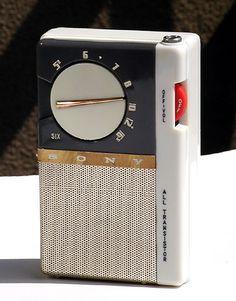 Sony-tr65 Pocket Radio, Music Machine, Retro Clock, Retro Radios, Antique Radio, Transistor Radio, Vintage Classics, Diy Electronics, Old Tv