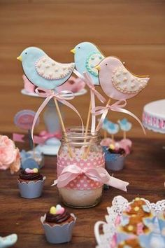 37 Ideas Cupcakes Baby Shower Girl Vintage Birthday Parties For 2019 Vintage Birthday Parties, Shabby Chic Birthday, Vintage Party, Baby Shower Cakes, Baby Shower Cupcakes For Girls, Girl Cupcakes, Bird Cookies, Easter Cookies, Cumpleaños Shabby Chic