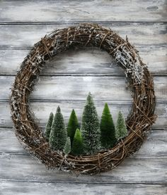 nice and simple Christmas wreath idea! beautiful and simple Christmas wreath idea! # Weihnachten # ideen The post beautiful and simple Christmas wreath idea! appeared first on Crafting ideas. Christmas Tree Wreath, Noel Christmas, Winter Christmas, Christmas Ornaments, Christmas 2019, Rustic Christmas Trees, Christmas Tree Forest, Primitive Christmas Tree, Creative Christmas Trees