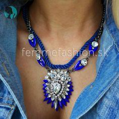 Nádherný modry náhrdelník k večernému outfitu.  Čo poviete ?  http://femmefashion.sk/nahrdelniky/1228-nahrdelnik-mirrored-beauty-in-blue.html