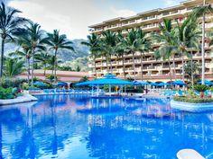 L'hôtel Barceló Puerto Vallarta*****  a obtenu 4 Diamants par l'AAA (Diamants : système de classement).  Spacieuses et luxueuses, ses 316 chambres comptent 179 Junior Suites , 109 Suites familiales, 13 Suites Master, 12 Suites Grand Master et 3 Suites présidentielles.