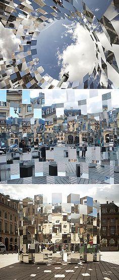 Ring installation by Arnaud Lapierre Se fizermos isto lá em baixo com cartolina espelhada com os objetos