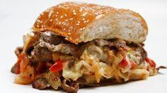 """במסעדת פילדלפיה תמצאו את המנה המפורסמת הזו תחת השם """"פילדלפיה אנטריקוט קלאסי"""" (45 ש""""ח), עסיסי ומטורף ממש כמו שהאמריקאים אוהבים. tozeret haaretz 3 tel aviv"""