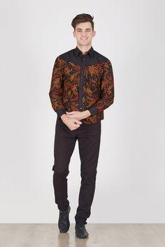 Batik for men Batik Fashion, Fashion Sewing, Ethnic Fashion, Dress Muslimah, Family Set, Batik Dress, Kebaya, Fashion Outfits, Womens Fashion