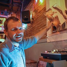 This is the Right Way to Do Music in a Bar #FWx