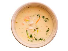 Kremet fiskesuppe Scandinavian Food, Cheeseburger Chowder, Soup, Fruit, Recipes, Drinks, Beverages, Rezepte, Drink
