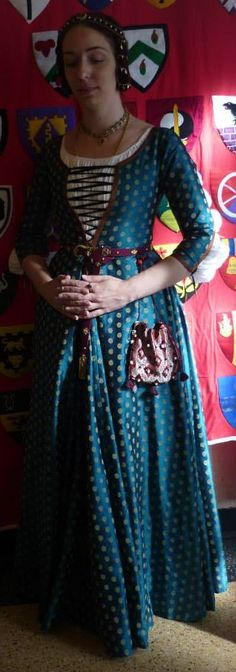 Late 15th century German gown, inspired by Hans Part's paintings (1490s), from the blog Garb-related-chaos