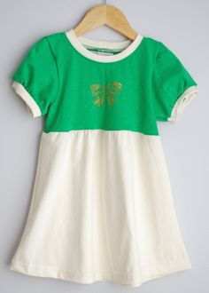 Le chouchou de ma boutique https://www.etsy.com/ca/listing/254336504/green-upcycled-christmas-dress-size-2t