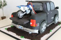 grooms cake/wedding dirt bike | This classic wedding cake was out at Forest Oaks!