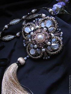 Beaded Collar, Beaded Brooch, Beaded Jewelry, Handmade Jewelry, Jewellery, Beading Projects, Beading Tutorials, Jewelry Accessories, Fashion Accessories