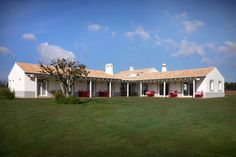 Herdade da Estacada / Turismo Rural no Litoral Alentejano Costa, Country Hotel, Visit Portugal, Exterior, Sweet Home, Mansions, House Styles, Places, Resorts