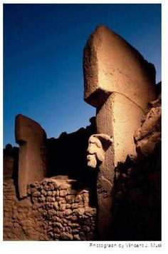 Göbekli Tepe: at least 7000 years older than Stonehenge Ancient Artefacts, Ancient Civilizations, Historical Landmarks, Historical Photos, Greek Helmet, Alien Artifacts, Somewhere In Time, Archaeological Discoveries, Stonehenge