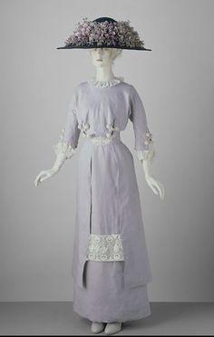 Linen day dress, ca. 1910