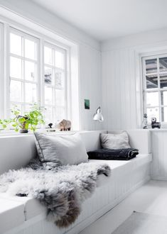 An interior pro lets us in on the secret to pulling off a monochromatic white living room; plus, 20 images that will inspire you to make it work in your own home. Living Room White, House Design, Home And Living, Interior Design, House Interior, Home, Interior, Living Decor, White Living