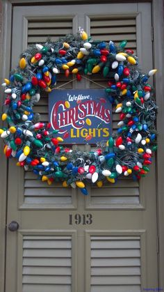 Nice 60 Awesome Christmas Lights Outdoor Ideas https://lovelyving.com/2017/10/22/60-awesome-christmas-lights-outdoor-ideas/ Lighted Christmas Wreaths, Vintage Christmas Lights, Colored Christmas Lights, Retro Christmas Decorations, Hanging Christmas Lights, Santa Wreath, Winter Wreaths, Christmas Door, Christmas Lights Outdoor Trees
