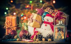 Download wallpapers 4k, gift boxes, christmas decorations, snowman, Happy New Year, Merry Christmas, wooden background, red decorations, xmas, christmas, New Year