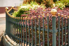 Es entsteht ein Spannungsbogen, der Ihrem Zaun den Touch des Edlen und Besonderen verleiht.