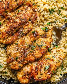 Garlic Butter Chicken with Parmesan Cauliflower Rice - Crispy, soft and SO delish! Perfect for when you want to come home to a delicious gluten-free, low-carb dinner. l - by carb chicken dinner Garlic Butter Chicken with Parmesan Cauliflower Rice Healthy Dinner Recipes, Low Carb Recipes, Cooking Recipes, Delicious Recipes, Dishes Recipes, Quick Chicken Dinner Recipes, Easy Recipes, Soup Recipes, Organic Dinner Recipes