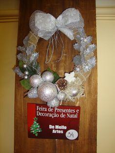O Natal é uma época que enche o nosso coração de amor, de bondade, de fraternidade... Queremos ter nossa família reunida, os amigos. A sa... Hanukkah, 1, Wreaths, My Love, Christmas, Home Decor, Best Christmas, Bathroom Crafts, Christmas Decor