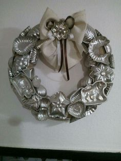 Wreath made from vintage tin cookie cutters. Just proves you can make a wreath out of anything! Sorry no directions. - Cookie Cutters - Ideas of Cookie Cutters Christmas Kitchen, Rustic Christmas, Vintage Christmas, Christmas Holidays, Wreath Crafts, Christmas Projects, Holiday Crafts, Spring Crafts, Diy Crafts