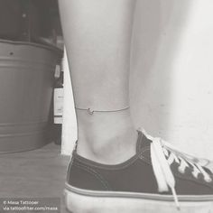 Minimalist crescent moon anklet. Ankle Tattoo Men, Ankle Tattoo Small, Little Tattoos, Cool Tattoos, Awesome Tattoos, Cute Anklets, Anklet Tattoos, Tatoos, Explore Tattoo