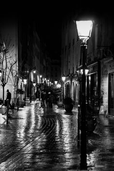"/ Photo ""Noctambule - Paris"" by vincent viargues Romantic Paris, Romantic Photos, Street Lamp, Paris Street, Street View, Paris At Night, Night City, Paris Photography, Travel Photography"