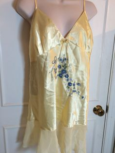 Yellow satin sleep set gown and pegnoir embroidered trim size L  #SecretTreasures #Sleep