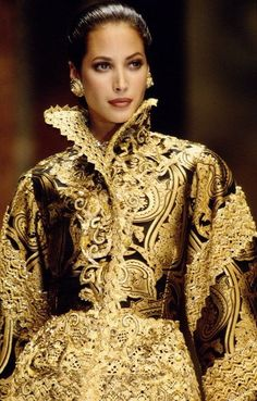 Christy Turlington in Gianfranco Ferre for Dior Haute Couture, F/W Baroque Fashion, Gold Fashion, Fashion Week, Fashion Details, High Fashion, Fashion Show, Fashion Design, Fashion Ideas, Modern Fashion