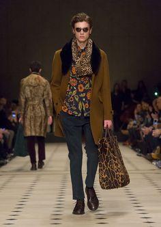 Burberry Mens Fashion Mens floral print http://trendsvip.com/burberry-hombre-otono-invierno-2015/