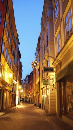 an alley in gamlastan stockholm