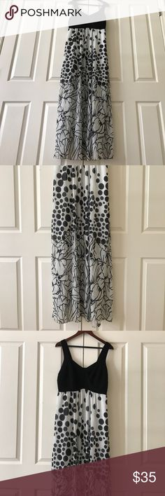 Beautiful Black&White MaxiDress Zipper on Side, thick straps, doubled lined, chiffon skirt long length GORGEOUS dress! Fits beautifully- can be dressed up or down! Worn once for wedding. Cato Dresses Maxi