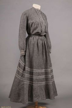 North America's auction house for Couture & Vintage Fashion. Augusta Auctions accepts consignments of historic clothing and textiles from museums, estates and individuals. 1800s Fashion, Edwardian Fashion, Vintage Fashion, Simple Dresses, Day Dresses, Pioneer Clothing, Geometric Fashion, Historical Clothing, 1800s Clothing