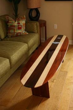 a surfboard table! how gnarly is that! Surfboard Table, Surfboard Decor, Surf Decor, Decoration Surf, Surf Vintage, Deco Surf, Bar Deco, Cool Furniture, Furniture Design