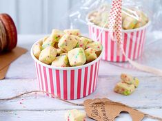 Bunte Kekswürfel mit Zuckerperlen Our popular recipe for Colorful Biscuit Cubes with Sugar Pearls and over more free recipes on LECKER. Brownie Recipes, Snack Recipes, Snacks, Sweet Recipes, Easy Recipes, Cubes, Biscuits, A Food, Food And Drink