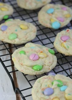 funfetti kuchen mix cookies M & M - Cake batter - Kekse Mini Eggs Cake, Mini Eggs Cookies, Funfetti Cake Mix Cookies, Cake Cookies, Lemon Cookies, Easter Cupcakes, Easter Cookies, Christmas Cookies, Cake Mix Brownies