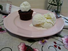 gelato alla panna e tortino al cioccolato