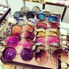 Imagen vía We Heart It https://weheartit.com/entry/175748107/via/10339498 #chic #colorful #eyes #glasses #style #summer #sun #sunglasses