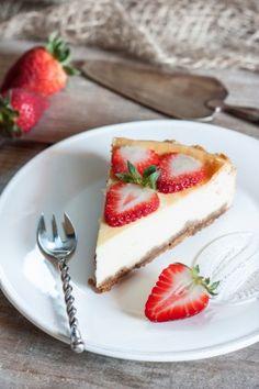 """750g vous propose la recette """"Cheesecake aux fraises express"""" notée 4.1/5 par 135 votants."""