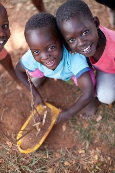 Children in Uganda | photography by http://www.almondleafstudios.com/blog