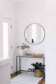 front entry styling love this interior design! It's a great idea for home decor. Home design. Decoration Hall, Decoration Entree, Entryway Decor, Modern Entryway, Entryway Lighting, Front Entry Decor, Entrance Table Decor, Small Entrance, House Entrance