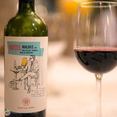 Detalhe do @huentalawines durante jantar no @huentalahotel em #Mendoza Este #vinho é produzido no paraíso natural aos pés da Cordilheira dos Andes em #Tupungato na zona de #Gualtallary. - - - - - - - - - - - - - - - -  @sheraton_mendoza #Argentina #SheratonMendoza #sheratonmendozahotel #vendimia2017 #CDVTripMendoza #CDVTripSheratonM #ArgentinaEsTuMundo #argentina_ig #argentina360 #argentinaig #VisitArgentina #argentinatravel #WorldFriendly #inprotur #mendozaargentina #mendozamaravillosa…