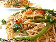 Espaguetis con salteado de judías verdes, tomate y espinacas | La Cazuela Vegana