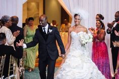 An Elegant Royal Winter Wedding in Nassau, Bahamas - Munaluchi Bridal Magazine