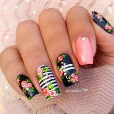 33 Super Pretty Flower Nail Designs To Copy Flower Nail Designs, Diy Nail Designs, Nail Designs Spring, Great Nails, Cute Nails, Floral Nail Art, Striped Nails, Le Jolie, Halloween Nail Art