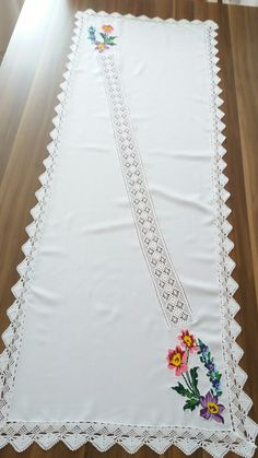 Table Runners, Projects To Try, Cross Stitch, Embroidery, Crochet, Model, Gifts, Inspiration, Crochet Table Runner