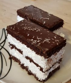 Nagyon egyszerű és finom: Kókuszos Kinder szelet! - Ketkes.com Smoothie Fruit, Torte Cake, Hungarian Recipes, Cakes And More, No Bake Desserts, No Bake Cake, Coco, Sweet Recipes, Cookie Recipes